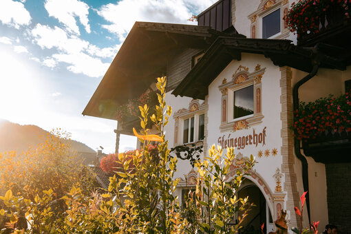 The Bio- and Bikehotel of the eBike Holidays in South Tyrol is shown in the sunshine
