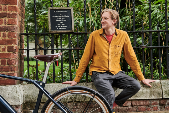 Edward Crooks is taking a break with his eBike at the Postman´s Park.