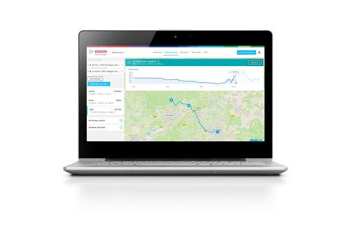 Laptop, mit dem über das eBike Online Portal eine Pedelec-Tour geplant wird