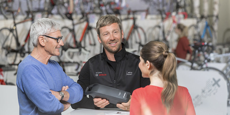 Customers meeting a Bosch eBike Dealer